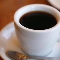 温かいコーヒーをどうぞ。