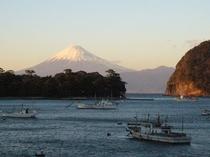 ピーディフライ2階より夕陽の富士山
