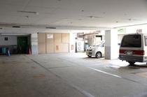 半地下駐車場