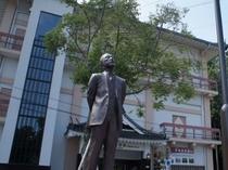 藤岡一助の銅像