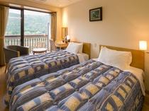 【ツインルーム】錦帯橋を望むコンパクトなお部屋です。