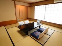【和洋室】和室+洋室ツインベッドの広々としたお部屋です。