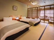 【川側和室20畳】和ベッドの付いたお部屋です。