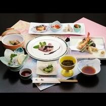 女将が作る旬の食材を使ったボリュームたっぷりな和食膳