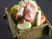 岩船産四つ葉ポークと新鮮夏野菜の蒸籠蒸