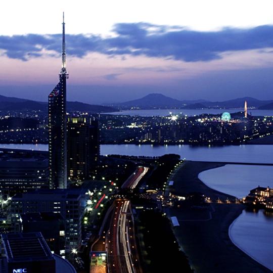 夜景イメージ(福岡タワー側) 写真提供:楽天トラベル
