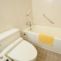 *【12畳バス・トイレ付5】のお部屋のお風呂。バス・トイレは一体型です。