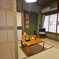 *【和室6畳 バス・トイレ付】一例。踏み込みの奥にお部屋が。全てしつらえの異なるお部屋です。