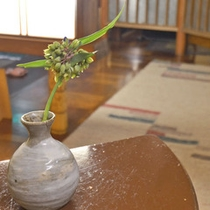 *【館内のお花2】女将がいけるお花や花木が、館内のがあちこちに。
