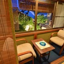 *【12畳バス・トイレ付6】一例。窓からは坪庭と宮津の町並みが楽しめます。