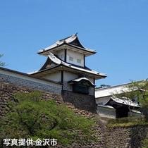 夏の金沢城・石川門