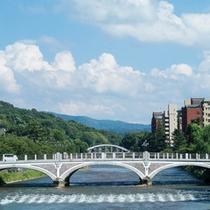 夏の浅野川大橋