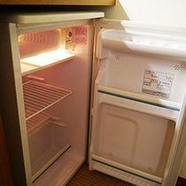 客室には冷蔵庫を備え付けております。ご自由にご利用ください♪