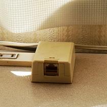 一部客室ではでは高速インターネット回線が利用可能です。ご予約の際に「PCルーム」とご指定下さい。