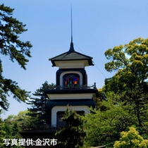 新緑の尾山神社