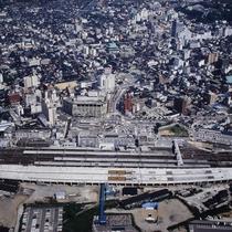 昭和63年ごろの金沢都ホテルと金沢駅。高架が建設中です。
