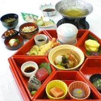 琉球料理を盛り込んだ『かりゆし御膳』
