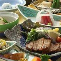 郷土色豊かな日本料理を楽しめる「丹頂御膳」