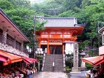 紀三井寺桜門:桜の名所「紀三井寺」(JRで約20分)