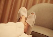 さらっとした肌ざわりのメッシュのスリッパで足元まで快適。