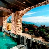 大浴場「万葉の湯」露天風呂