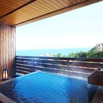 【客室露天風呂・昼(一例)】熱川の陽射しの中、温泉に浸かる贅沢な時間。