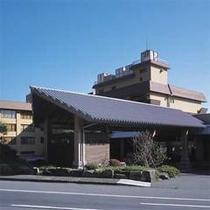 *熱川温泉街の高台に位置するオーシャンビューが評判のホテル