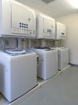 1F コインランドリー☆洗濯機、乾燥機各1時間100円でご利用頂けます。洗濯洗剤無料♪