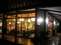 レストラン外観(夜)