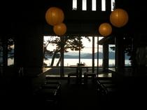 夕暮れ時の田沢湖