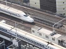 新幹線が見えるデラックスルームからの景観