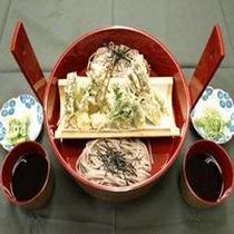 朝採り山菜いっぱいの天ぷらともりそば