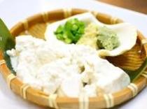 おぼろ塩豆腐(料理は一例です)を肴に泡盛で乾杯♪