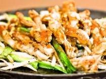 せせりのスタミナ焼き(1階平家亭での料理の一例です。)