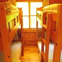 *コテージ(6名棟)一例/ベッドでぐっすり