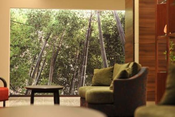 中津万象園の竹林とラウンジ 写真提供:楽天トラベル