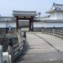 霞城公園の大手門