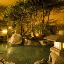 菊湯殿の露天風呂(夜)