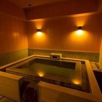 本館・菊の時季フロア「菊万葉」(内風呂タイプ)の室内温泉イメージ