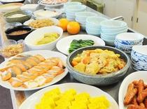 【朝食バイキング】栄養バランスがしっかり考えられた一品一品が並びます