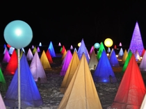 【彩凛華】光と音のファンタジックショー。大小様々なイルミネーションが会場に光ります。