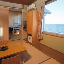 【海側露天付客室一例】窓と露天からは、日向灘を一望します!和室だから、のんびりお過ごしいただけます。