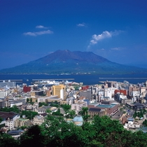 鹿児島市街地を一望、桜島と錦江湾