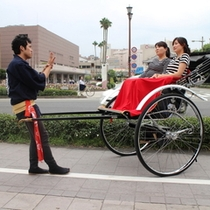 鹿児島市内を走る観光人力車