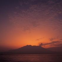 夕日が沈む桜島