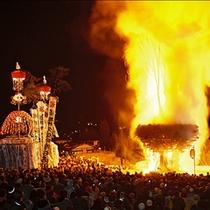 *道祖神祭の特徴でもある火祭りの風景