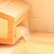 *【湯口】檜風呂でゆったり疲れを癒す…