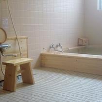 *【内湯】暖かいお風呂につかって疲れを癒しましょう。