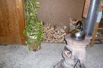 食事処の薪ストーブ