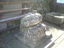 力石(ちからいし)